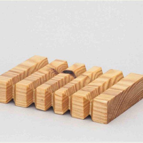 Saboneteira em madeira de Pinho nervurada