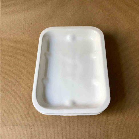 Pratos ou travessas em cerâmica em formato de styrofoam/isopor